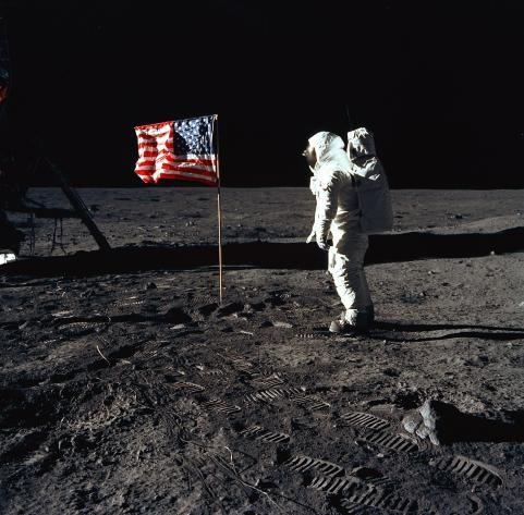 apolo-bandera-astronautas_2701a04d
